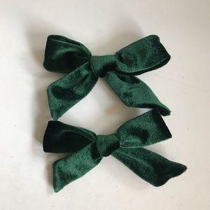 Brand New Set of 2 Green Velvet Bows